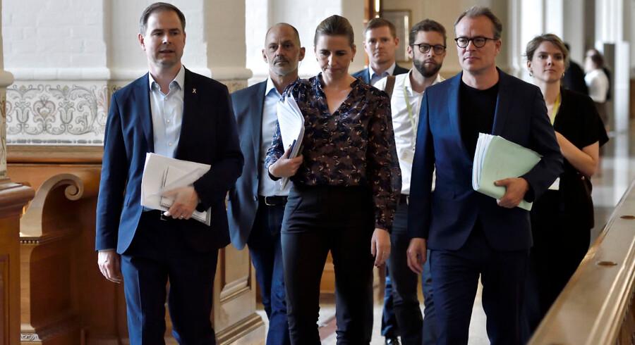 Mette Frederiksen og Nicolai Wammen fra Socialdemokratiet ankommer til dagens regeringsforhandlinger på Christiansborg, onsdag den 19. juni 2019.