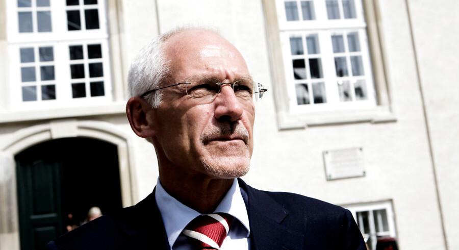 advokat N.E. Nielsen, som frem til Amagerbankens konkurs var bestyrelsesformand i banken, er sammen med syv medlemmer af den tidligere ledelse dømt til at betale en erstatning på over 225 mio. kr.