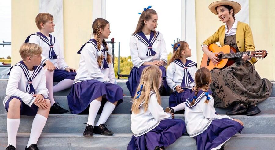 Do Re Mi: »The Sound of Music« har masser af skønne melodier, men svært ved at finde melodien på Hedeland Amfiteater. Her Isabel Schwartzbach med veldresserede børn.