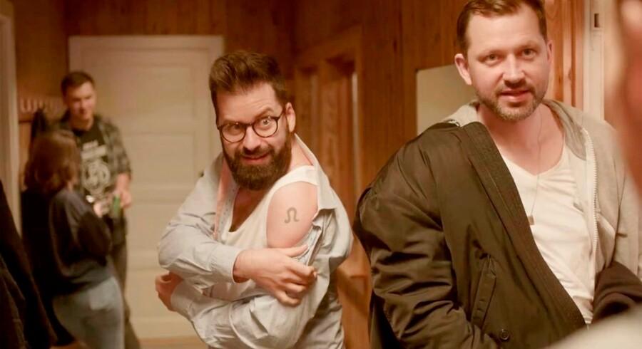 Bøsseparret Micki (Anders Grau) og Lars (Martin Høgsted) har helt almindelige hverdagsproblemer i den vellykkede serie på DR3 »10 år senere«.