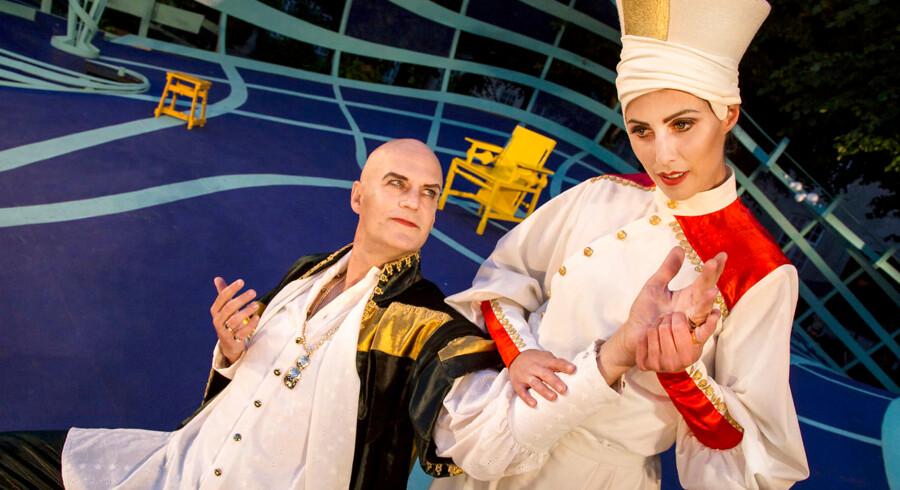 Kønsløs Shakespeare: Troels Lyby og Katrine Greis-Rosenthal i »Helligtrekongersaften« på Grønnegårds Teatret.