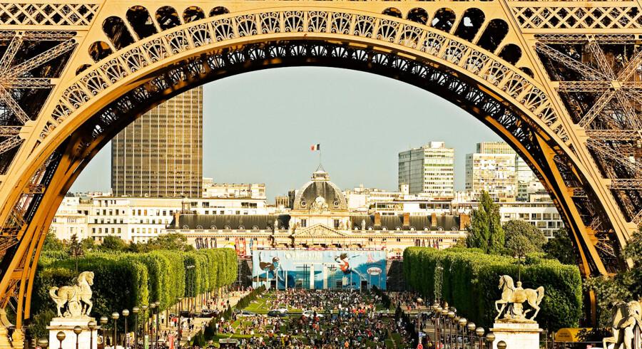 Snart bliver området omkring Eiffeltårnet grønnere. Det sker i forbindelse med Anne Hidalgo, Paris borgmesters planer om at gøre byen grønnere ved at skabe fire byparker.
