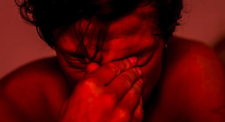 Andreas Gylling Æbelø skriver om sin deprimerede ven: »Jeg har indset, at menneskets måske største fejltagelse er dets konstante modstand mod at undersøge det svære. Den deprimerede har ikke det valg, det har jeg også lært. Det er umuligt at flygte, når bølgen skyller ind, og jeg kunne se på min ven, at han lærte at navigere i det.«