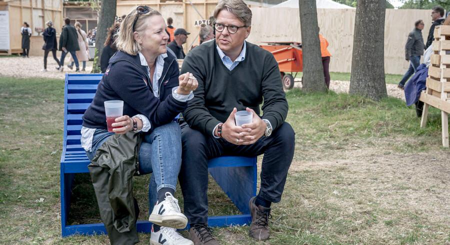 Birgitte Juel Villberg og hendes mand, Henrik Juel Villberg, har tidligere overnattet på Roskilde Festival, mens musikprogrammet var i gang. I år har de dog besluttet, at de transporterer sig frem og tilbage i stedet for at sove i telt på et af festivalens mange campingområder.