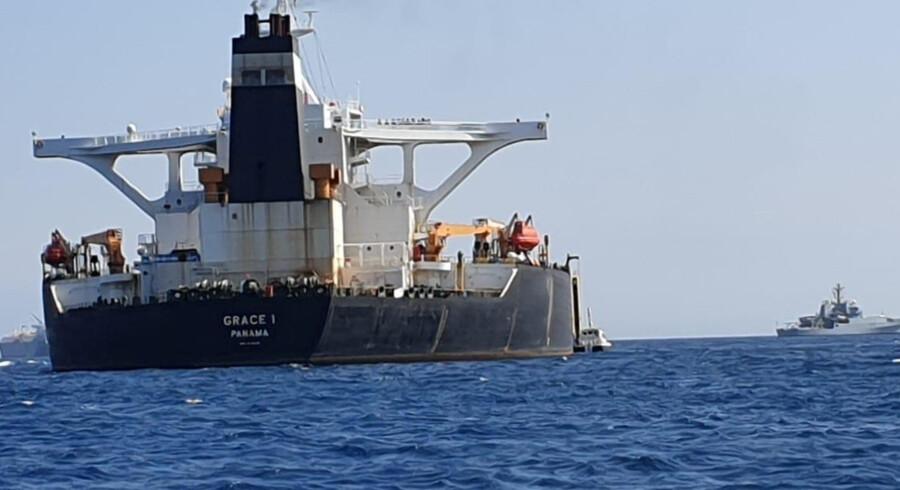 Den iranske supertanker Grace 1 ud for Gibraltar. Tankeren var på vej mod Syrien, da det blev stoppet af den britiske flåde torsdag morgen. Stringer ./Reuters