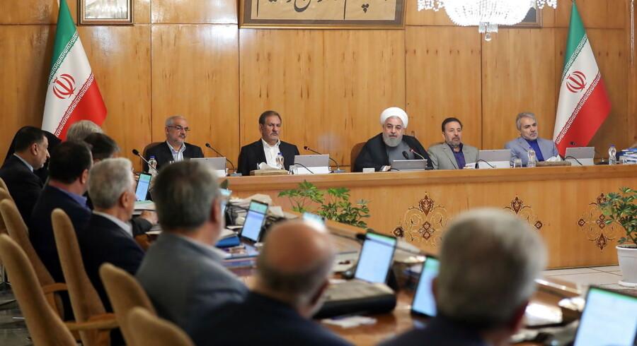 Irans præsident, Hassan Rouhani, taler under et regeringsmøde i Teheran den 3. juli om atomaftalen og siger, at iranerne nu vil berige mere uran.
