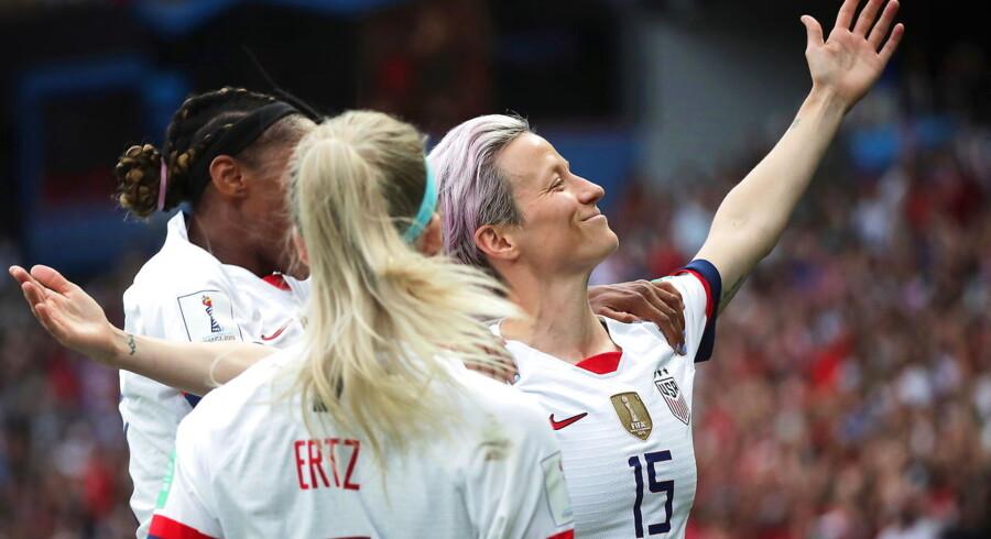 Megan Rapinoe er i den grad blev kvinde-VMs mest centrale skikkelse – både på og uden for banen. Hun scorede begge mål i kvartfinalen mod England og har på sociale medier lagt sig ud med præsident Trump.