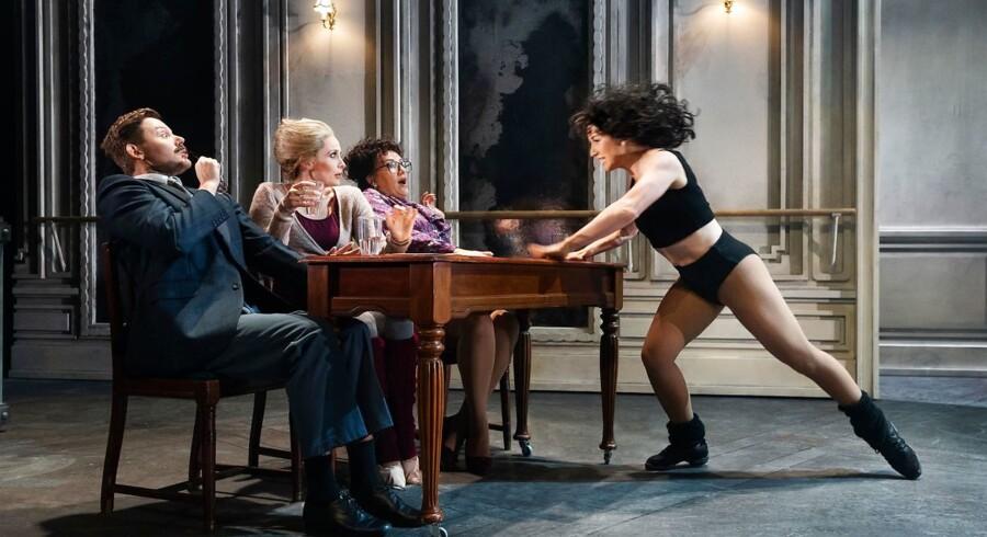 Maniac on the dancefloor: Sicilia Gadborg i den store auditionscene tager pusten fra dommerpanelet (Patrick Terndrup, Malene Koch og Nastja Arcel)