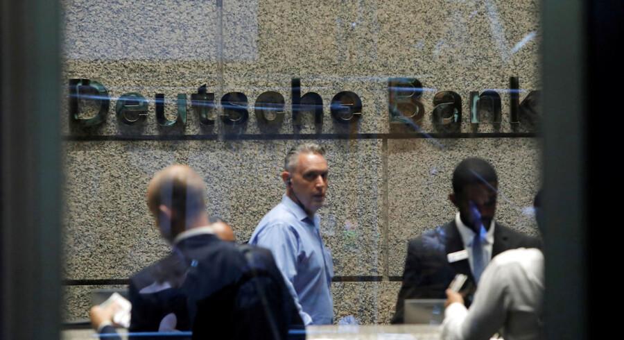 De første fyringer trådte allerede i kraft mandag. Her Deutsche Banks amerikanske hovedkvarter i New York.