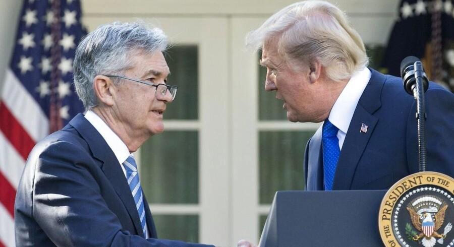 En gang var alt godt mellem centralbankchef Jerome Powell og præsident Trump. Nu flyver med beskyldninger om inkompetence fra Det Hvide Hus. Trump vil have rentenedsættelser