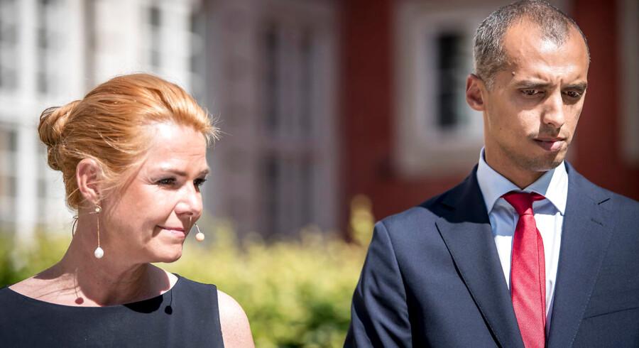 Sagen er blevet kaldt en potentiel »vejsidebombe« under dansk udlændingepolitik af nyudnævnte udlændinge- og integrationsminister Mattias Tesdaye (S), der her står sammen med sin forgænger som minister, Inger Støjberg (V).