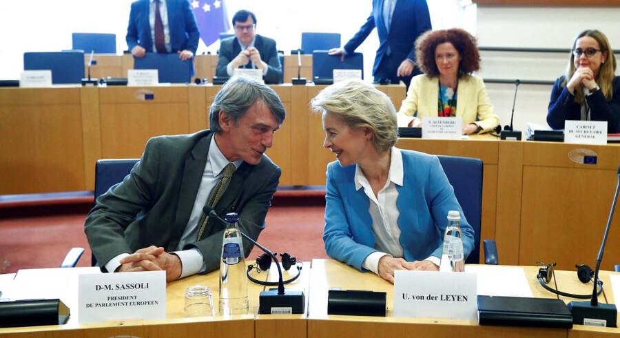 Ursula von der Leyen kæmper med at få Europa-Parlamentets opbakning til at kunne afløse Jean-Claude Juncker som kommissionsformand. Onsdagens store »jobsamtaledag« gik langtfra så glat, som von der Leyen havde håbet. Afstemningen finder sted tirsdag klokken 18. Her ses hun sammen med den nyvalgte formand for Europa-Parlamentet, David-Maria Sassoli.