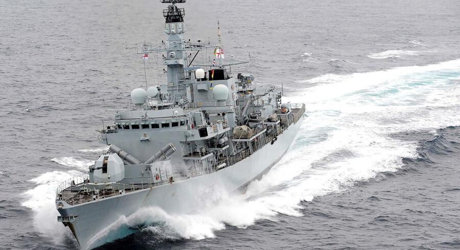 Et britisk krigsskib »HMS Montrose« forhindrede et britisk fartøj i at blive opbragt af iranerne som hævn for, at briterne havde opbragt et skib på vej til Syrien med iransk olie.