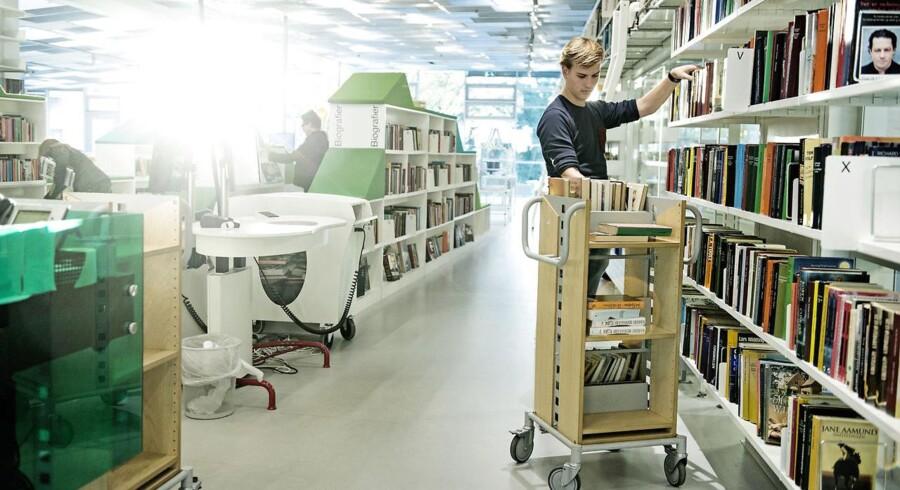 Folk låner stadigt færre bøger, og forskningschef i CEPOS, Henrik Christoffersen, mener derfor at bibliotekerne skal nytænkes.