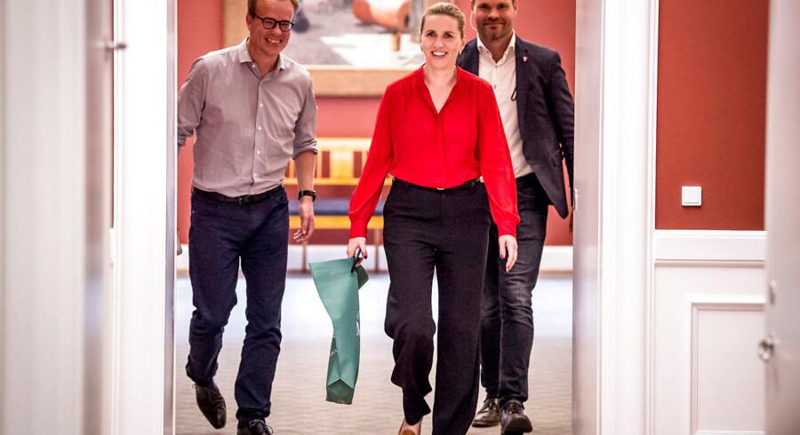 Mette Frederiksens nærmeste rådgiver, Martin Rossen (tv.), blev i sidste uge opsigtsvækkende udnævnt til stabschef i et nyt sekretariat i Statsministeriet.