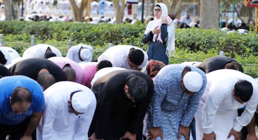Bøn under Eid al-Fitr, der er afslutningen af ramadanen, foran kong Abdulaziz' historiske moské i Riyadh i Saudi-Arabien.