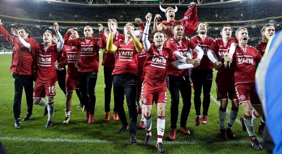 »Når jeg sidder og ser det ofte meget middelmådige danske herrelandshold i fodbold, holder jeg med dem, fordi de er danske. Jeg går ikke rundt og fortæller mig selv eller andre, at de er verdens bedste fodboldhold.« (Foto: Liselotte Sabroe/Scanpix 2017)