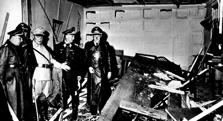 20. juli 1944 forsøgte oberst Claus von Stauffenberg at dræbe Hitler. 75 år efter kan tyskerne besøge den berømte militærbarak fra det østlige Polen i Dresden – i en rekonstruktion. Det sker i et forsøg på at fastholde attentatforsøget i erindringen hos tyskerne. Fire mennesker døde i forbindelse med attentatforsøget, men altså ikke Hitler.