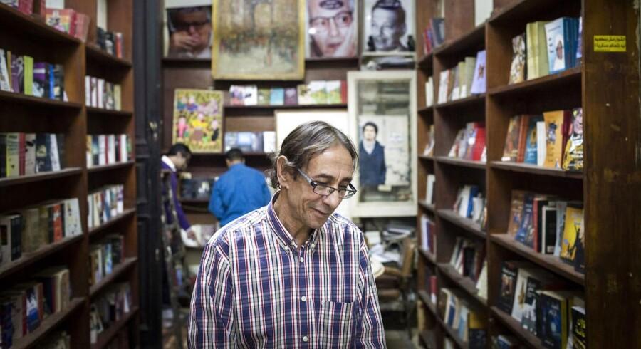 Boghandleren i Cairo: Mohamed Hashem lever med fatwa'er og dødstrusler fra islamister og pres fra de egyptiske myndigheder. Han ser det som prisen for sit forlags liberale redaktionelle tilsnit, og han er indstillet på at betale den. Foto: David Degner / The New York Times