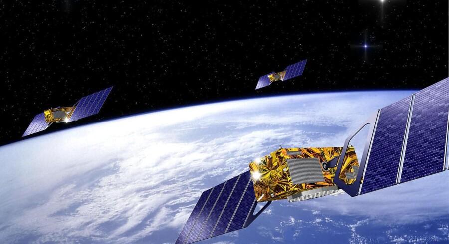 Et computergenereret billede viser tre satellitter, som indgår i det europæiske Galileo-system.