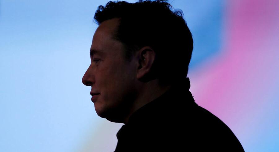 Elon Musk vil forbinde din hjerne direkte til din computer. Første test på mennesker bliver lavet allerede næste år.
