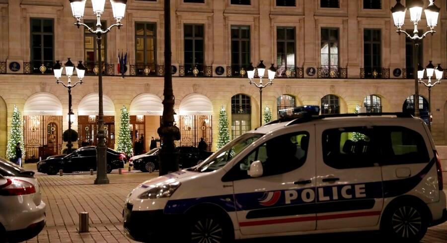 Ikke kun rige og berømte personer men også mondæne lokaliteter i Paris er i stigende grad mål for berigelseskriminalitet. Eksempelvis Hotel Ritz på Place Vendôme, der i januar sidste år blev udsat for væbnet røveri.