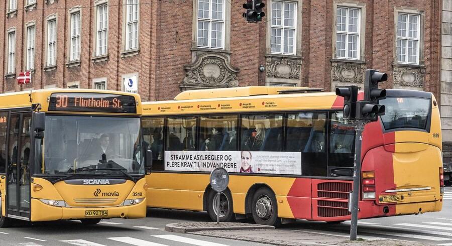 »Virkeligheden er, at en del busruter med indførelsen af Nyt Bynet bliver nedlagt eller omlagt. Mange københavnere skal til at finde sig en ny vej til arbejde, der indebærer flere skift mellem metro og bus og længere afstande at gå,» skriver Sys Klint.