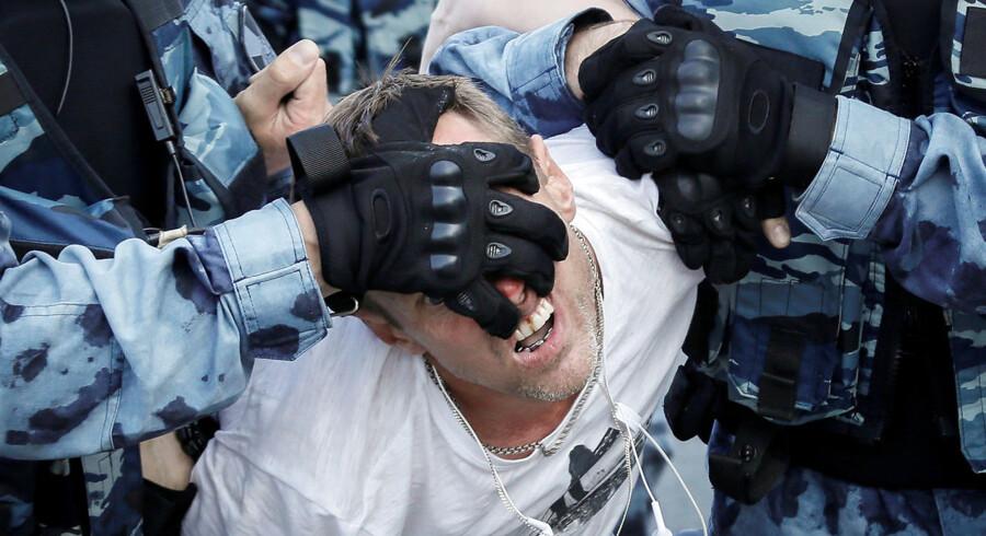 Politiet anholdte mere end 1.300 mennesker under demonstrationer i Moskva. »De frygter momentum,« lyder det fra ekspert.