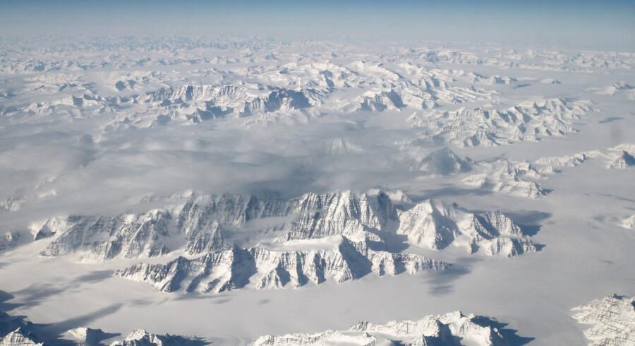 Iføje professor Jason Box står store dele af den grønlandske indlandsis aktuelt og »koger« i strålende sol og usædvanligt høje temperaturer, som tilsammen skaber tæt på rekordstor afsmeltning.
