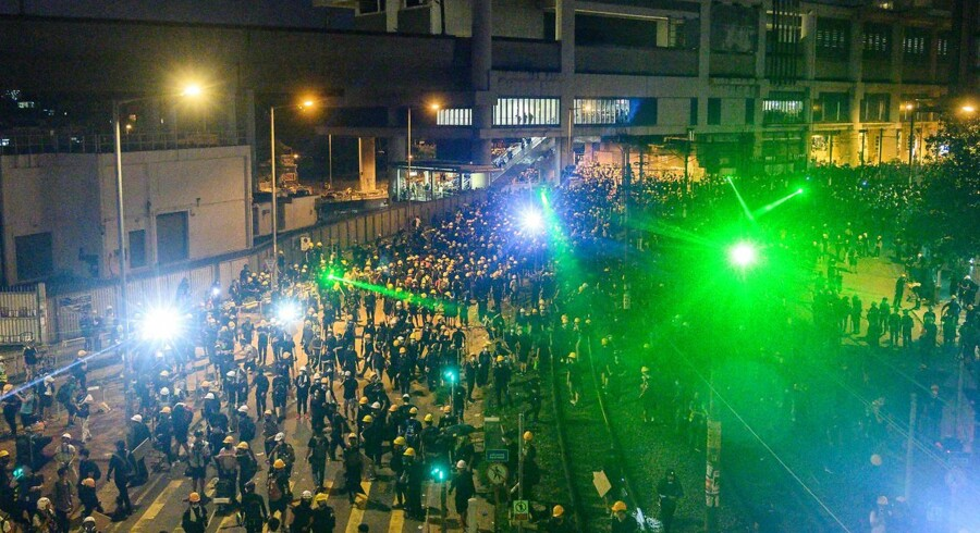 Ved sidste uges demonstrationer i Hongkong forsøgte demonstranter at »blænde« politiets overvågningskameraer med ansigtsgenkendelse.