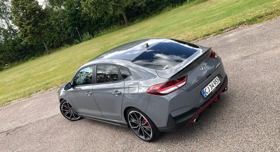 Ideen med en firedørs coupé med forrygende køreegenskaber er ALTID velkommen. Men i30 Fastback bliver et fejlskud som Hyundai ellers kun lavede dem i gamle dage.