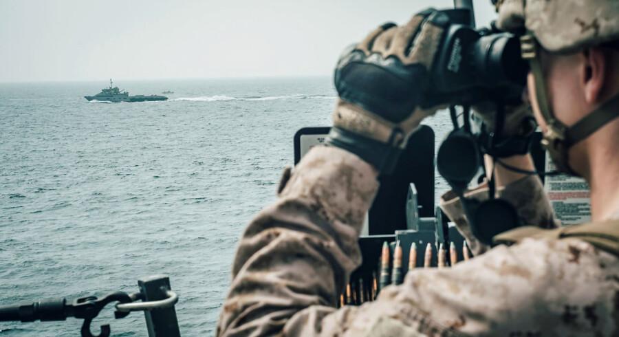 Amerikanerne holder skarpt øje med iranske flådefartøjer i Hormuzstrædet - her om bord på »USS John P. Murtha«.