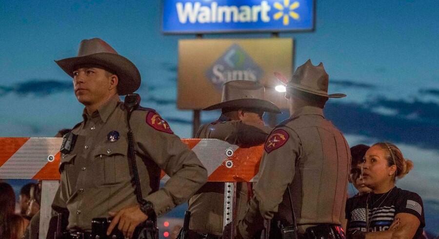 Donald Trumps fjendtlige retorik mod immigranter er kommet under lup, efter at en højreekstremist dræbte 22 under et masseskyderi i El Paso i Texas.