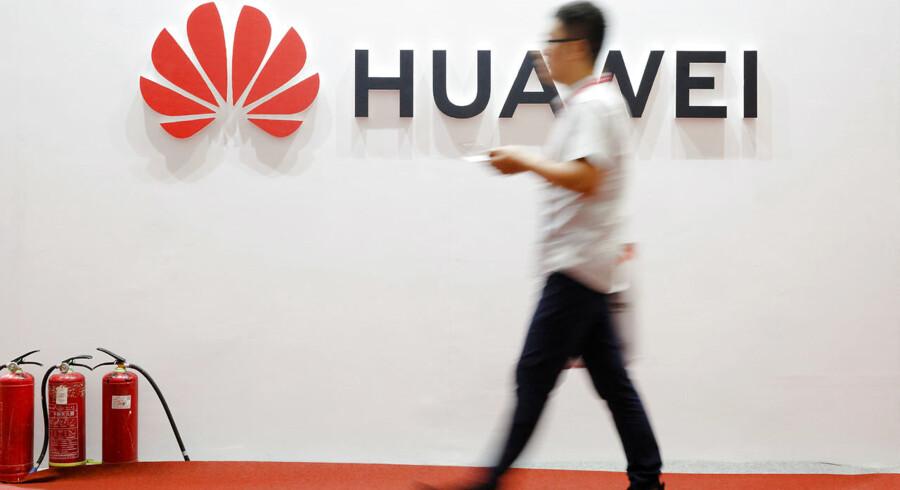 »Hvad angår spørgsmålet om kinesiske virksomheder, der deltager i opførelsen af Indiens 5G, håber vi, at den indiske side træffer en uafhængig og objektiv beslutning, samt skaber et fair og ikkediskriminerende miljø for kinesiske virksomheder. Det vil skabe gensidige fordele,« siger Kinas talskvinde Hua Chunying i en erklæring.