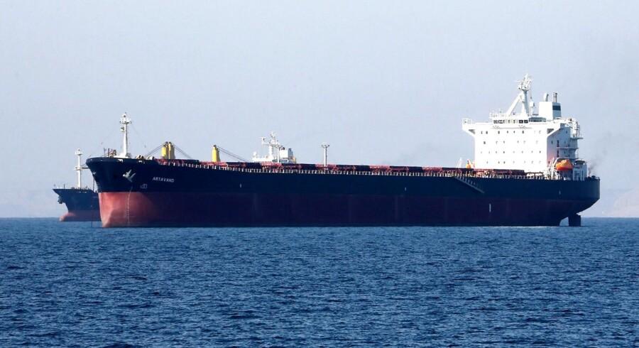 En olietanker ud for den iranske havn Bandar Abbas i Hormuz-strædet.