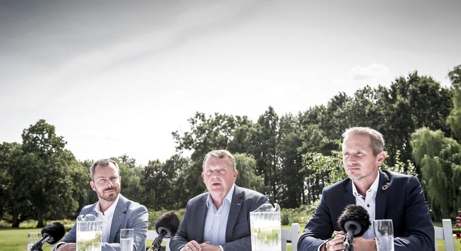 Inden Jakob Ellemann-Jensen, Lars Løkke Rasmussen og Kristian Jensen mødte pressen i forbindelse med Venstres sommergruppemøde, udspillede en heftig diskussion sig blandt partiets medlemmer. På et møde rejste partinestor Claus Hjort Frederiksen sig pludselig op og krævede Kristian Jensens afgang. Flere prominente Venstre-politikere støttede ham. Andre gik til modangreb.