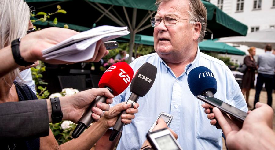 Claus Hjort Frederiksen får kritik efter endnu et angreb på Kristian Jensen.»Jeg er jo jysk repræsentant, og der bliver sjældent talt med store bogstaver, men jeg er utilfreds med Claus' ageren,« siger formand for Venstre i Region Syddanmark.