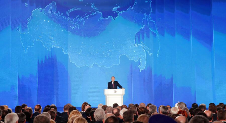Ruslands præsident, Vladimir Putin, nævnte i en tale i 2018 det nye missilprogram, der skal få Vesten til »at lytte til« russerne.