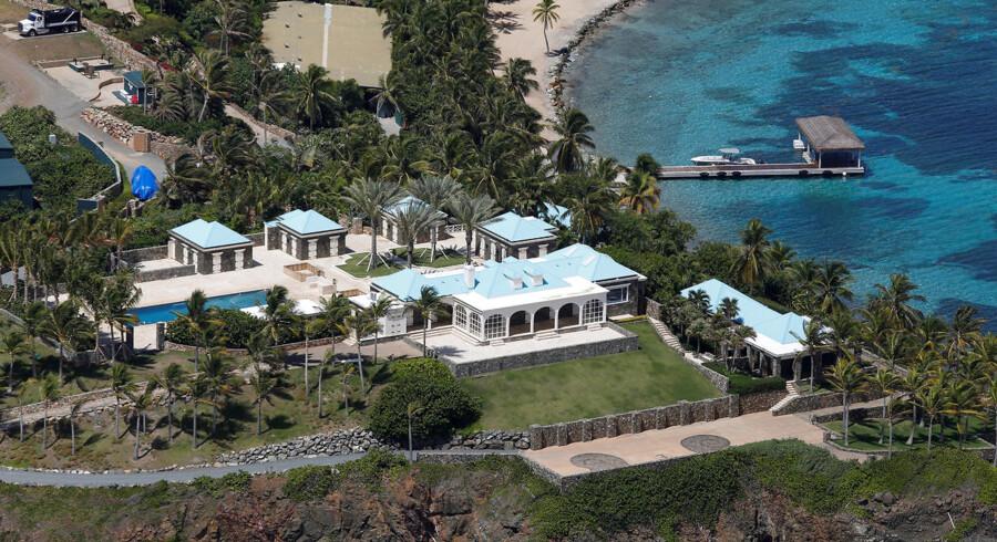 Rigmanden Jeffrey Epstein har ejet den caribiske ø Little St. James siden 1998. Her har han holdt flere store fester, hvor kvinder er blevet misbrugt, mener ofrenes advokater.