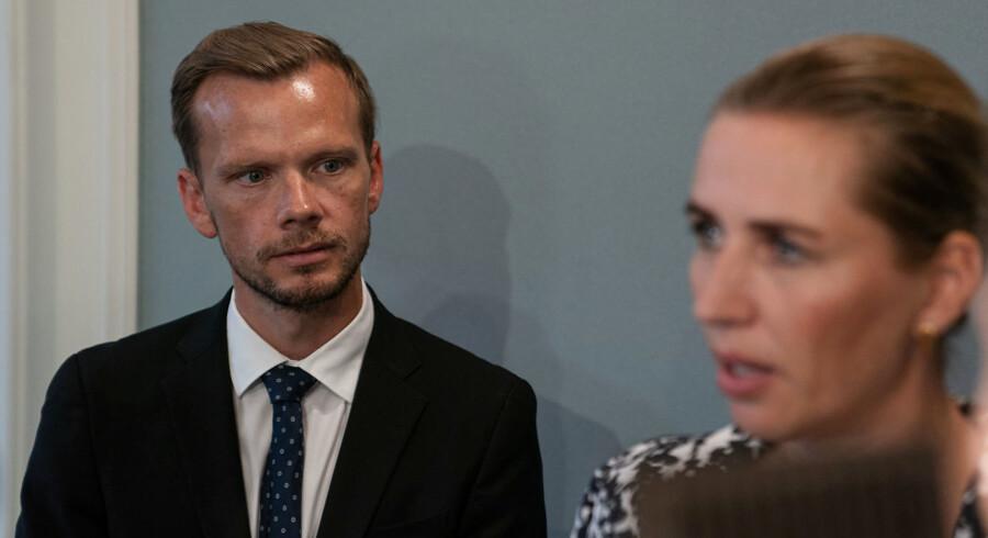 Selv om Mette Frederiksen har sagt, at en differentieret pension er regeringens første arbejdsopgave, så vil den først til foråret præsentere en model for den tidligere tilbagetrækning. Det møder skarp kritik fra Dansk Folkeparti.