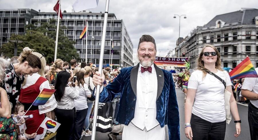 »Det handler om, at vi er sat i verden for at beskytte alle dem, der er med i Copenhagen Pride. Derfor var hensynet til fællesskabet større end til den enkelte,« siger Copenhagen Prides forperson, Lars Henriksen til Berlingske. Her ses han til Copenhagen Pride sidste år.
