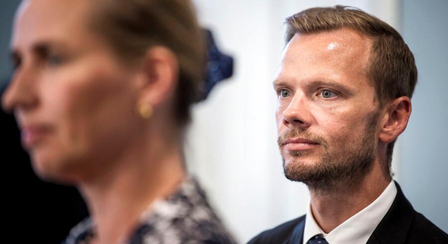 »Mangler regeringen penge til realisering af de mange nye forslag i forståelsespapiret og ideer, der blev luftet under valgkampen, er den aktive beskæftigelsespolitik et godt sted at kigge nærmere i sømmene,« skriver Karsten Mølgaard Jensen.