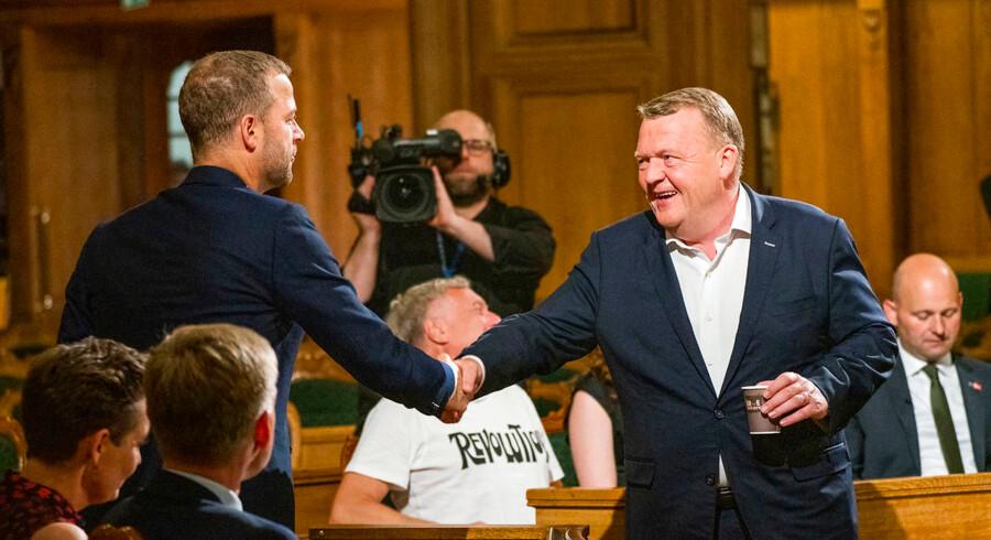 »Endnu er det umuligt at sige, hvor tilnærmelsen mellem Lars Løkke Rasmussen og Morten Østergaard ender,« skriver politisk kommentator Thomas Larsen i en analyse.