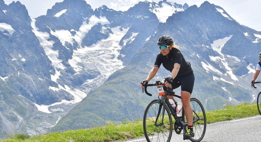Rikke Feldmann er adm. direktør for virksomheden LogBuy, der håndterer aftaler om medarbejderrabat for mellemstore og store virksomheder. Hun er samtidig en entusiastisk sportsudøver. Hun har klaret strabadserne gennem Alperne i løbet La Marmotte.