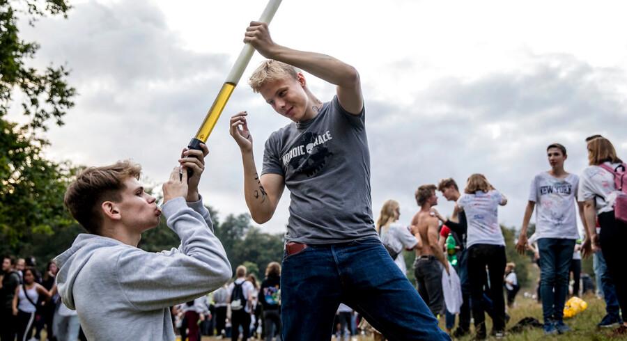 Over 7.000 gymnasieelever fra hele hovedstadsområdet var fredag samlet i Dyrehaven for at byde alle de nye 1. g'ere velkommen med alkohol og sprittuscher.