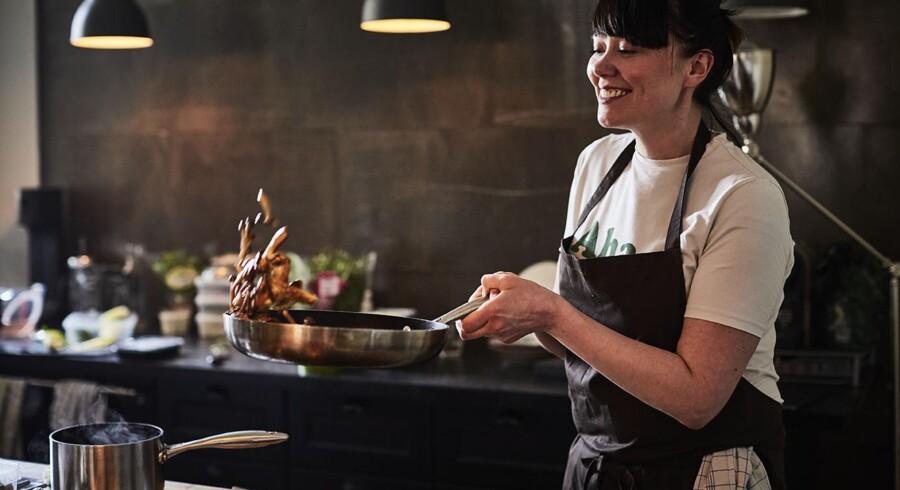 Hannah Grant (ex-Noma, ex Team Saxobank) er en af de 10 kokke, der medvirker i »Klimakogebogen«. Foto: Søren Gammelmark.