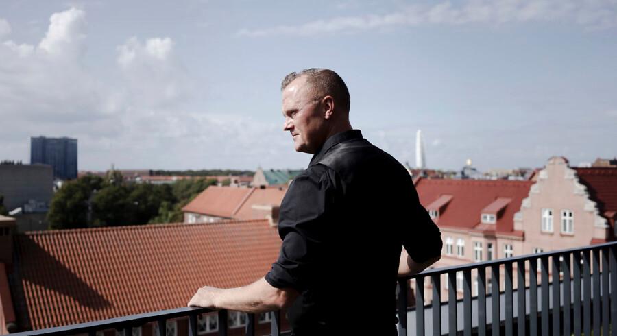 Joakim Palmkvist har siden 1997 dækket kriminalstof som reporter på Sydsvenska Dagbladet og ved Sveriges Radio. Han er desuden forfatter til flere krimibøger baseret på virkelige hændelser. Hans første bog skrevet i samarbejde med Tobias Barkman, »Mafiakrig« fra 2011, er ifølge Palmkvist blevet brugt som pensum på politiskolen i Sverige.