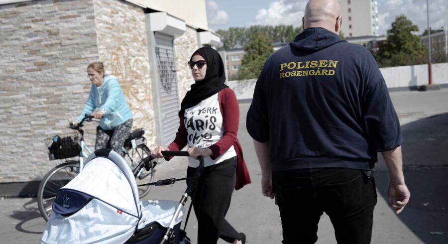De kriminelle grupper, som ofte står bag eksplosioner i Sverige, er typisk opvokset i udsatte boligområder som Rosengård. Grupperne består typisk af unge drenge og mænd i alderen 15 til 25 år, fortalte politiinspektør Mats Svensson tidligere på ugen til Berlingske.