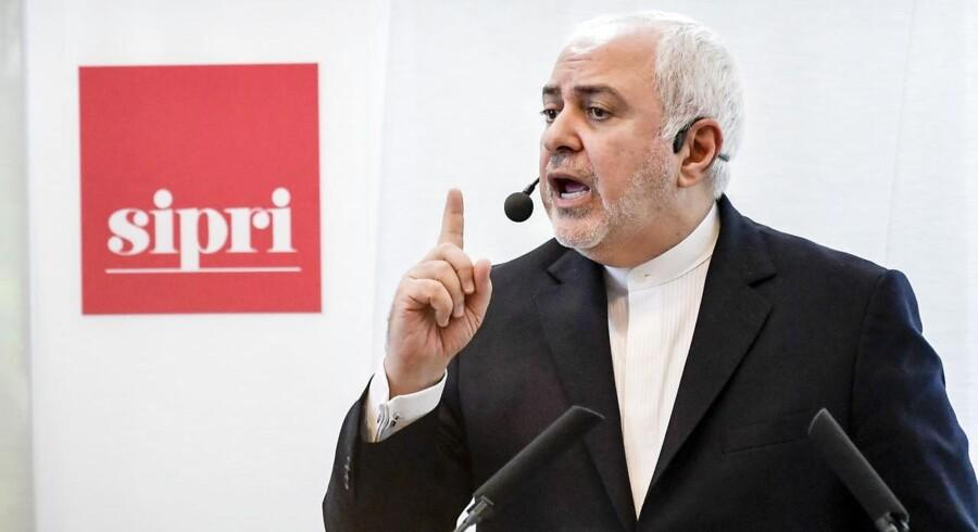 Irans udenrigsminister, Mohammad Javad Zarif, besøgte sidste uge Sverige. Her giver han et oplæg på Stockholm International Peace Research Institute. En helt anden historie er dog løbet med opmærksomheden.