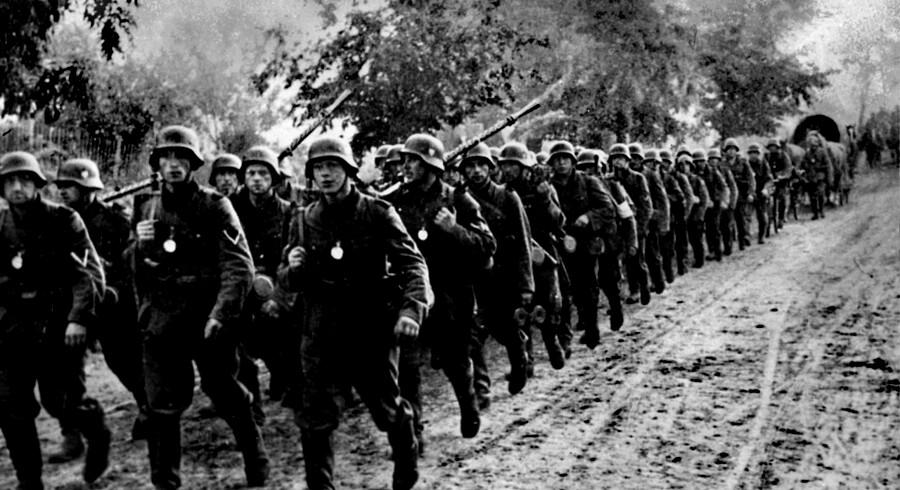 80-årsdagen for begyndelsen på Anden Verdenskrig mindes med en række store taler i Warszawa. Blandt talerne er USAs præsident, Donald Trump, og Tysklands Frank-Walter Steinmeier. 18 procent af den polske befolkning blev dræbt under krigen, herunder omkring tre millioner jøder.